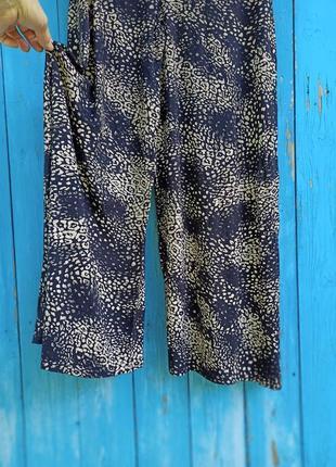 Класные палаццо из вискозного трикотажа,юбка-брюки с набивным принтом,44-48разм., англия.