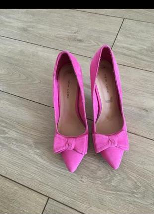 Розовые туфли лодочки с бантом