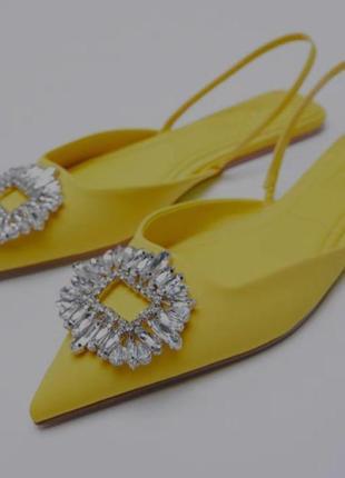Трендовые туфли zara жёлтые