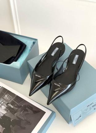 Чёрные туфли в стиле prada