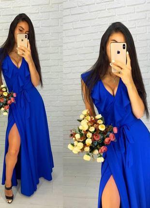 Синее легкое вечернее платье с разрезом и рюшами