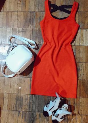 Коасное платье, червоне плаття