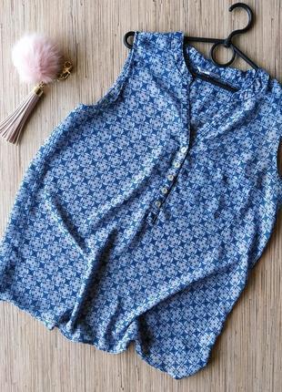 Шифоновая блуза с перламутровыми пуговицами