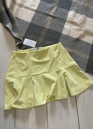 Жёлтая юбка с воланом