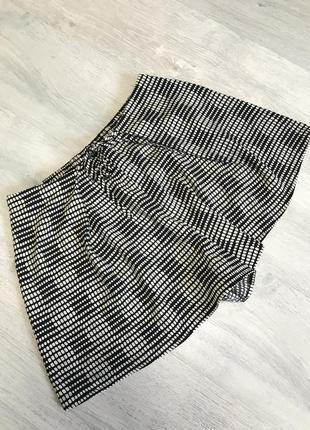 Легкие шикарные шорты