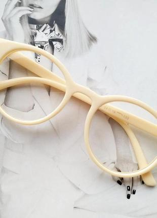 Имиджевые очки круглые с прозрачной линзой молочный