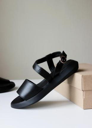Женские кожаные черные босоножки  скидка