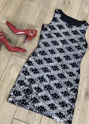 Короткое чёрное платье фирменное платье в паетки