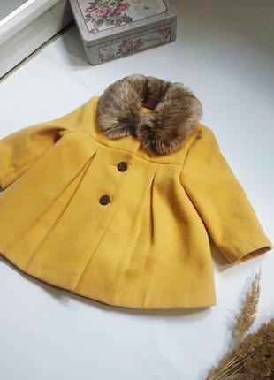 Шикарное пальто на девочку с мехом