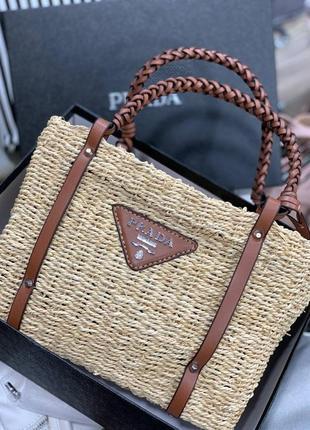 Женская сумочка с соломы и кожи