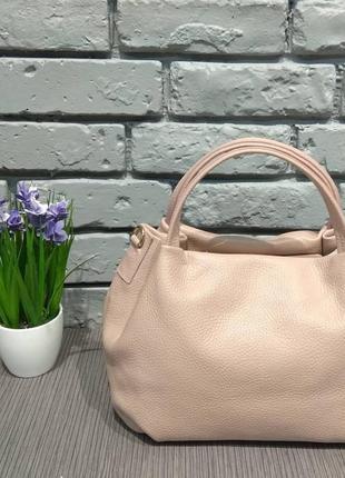 Кожаная пудровая сумка vera pelle италия на коротких ручках удобная розовая бежевая genuine leather