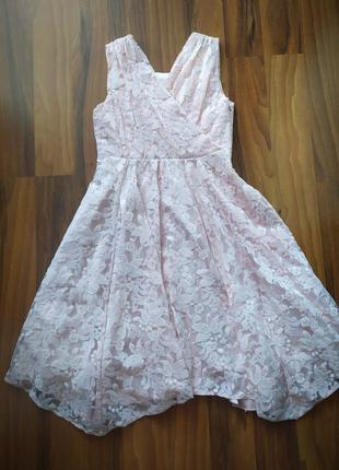 Нарядное кружевное платье пудрового цвета