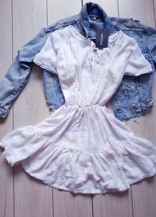 Белое новое хлопковое платье с рюшей