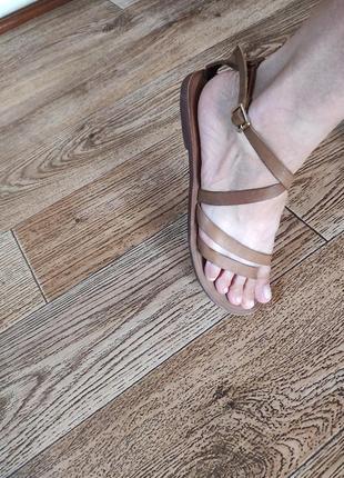 Брендовые кожаные босоножки, сандали