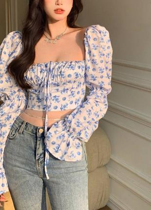 Кроп-блузка в мелкий синий цветочек