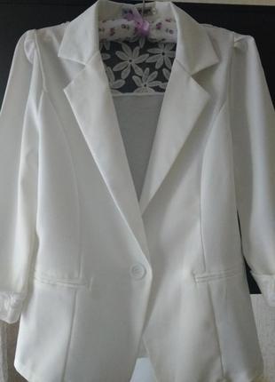 Белый пиджак.