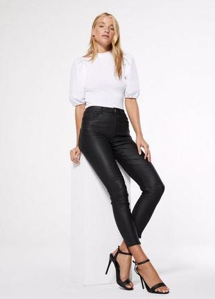 Высокие джинсы под кожу с эффектом пушап