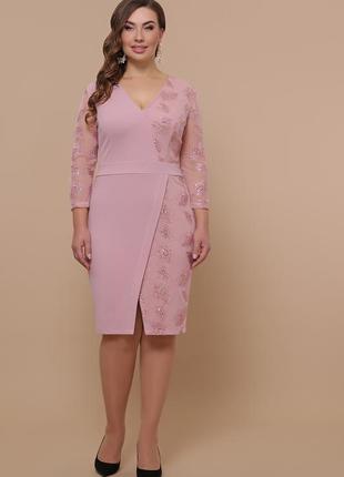 Нежное пудровое платье с вышивкой