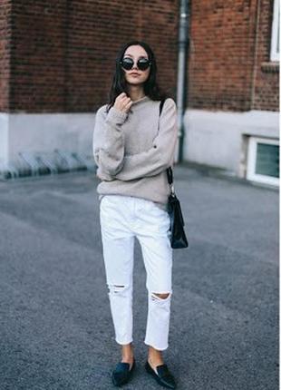 Зауженные белые укороченные джинсы с потертостями рванками от zara