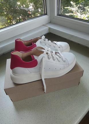 Кожаные кроссовки срочно