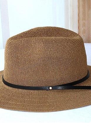 Шляпа из соломы с широкими полями