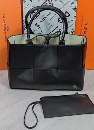 Жіноча брендова сумка bottega чорна та біла