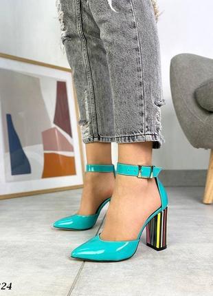 Шикарные яркие женские кожаные лаковые туфли на каблуке, бирюза