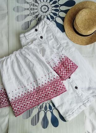Белая блуза с открытыми плечами на спущенных плечах с вышивкой біла блузка
