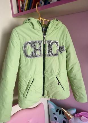 Ніжна салатова курточка