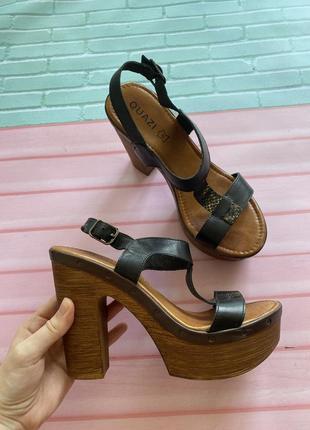 Кожаные босоножки quazi на каблуке