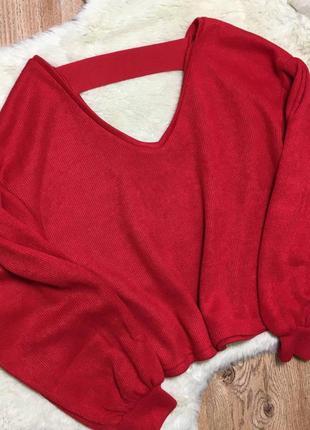 Красный свитер кофта с пышными рукавами и открытой спинкой