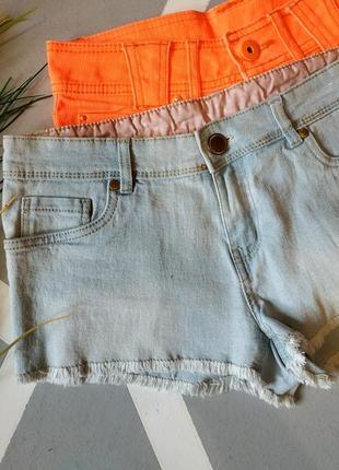 Короткие джинсовые голубые шорты