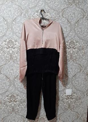 Красивый, сатиновый, модный костюм с штанами  джоггеры