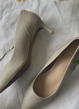 Туфли лодочки на маленьком каблуке с тонким мысом винтажные