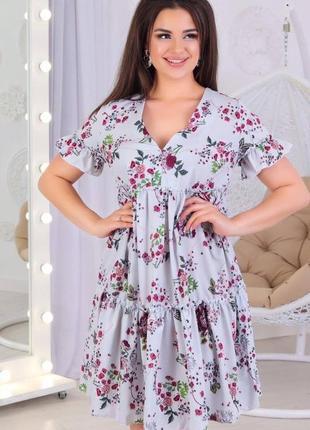 Женское короткое платье с цветочным принтом