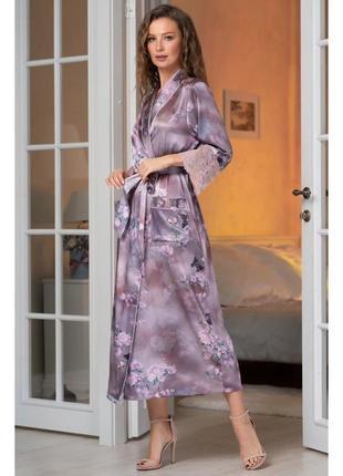 Шелковый халат с кружевом