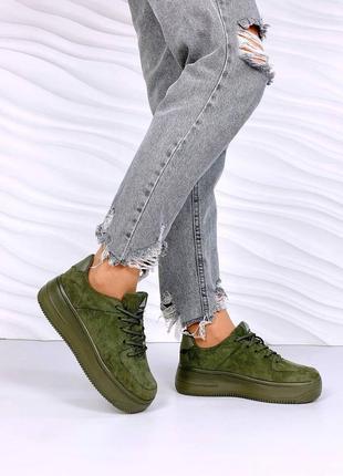 Замшевые легенькие кроссовки на толстой подошве в стиле форс. наложка