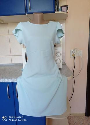 Фактурное платье с воланами на рукавах