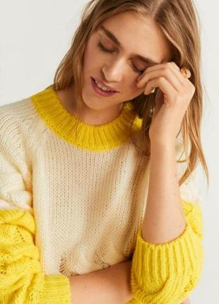 Яркий теплый свитер