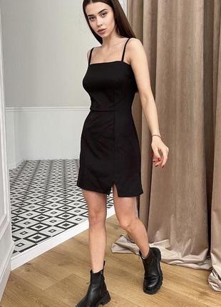 Чёрное классическое платье облегающее с разрезом3 фото