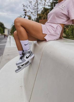 Кроссовки высокие серые джорданы