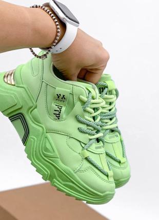 Массивные ярко зеленые кроссовки