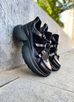 Чёрные кроссовки из натуральной кожи и замши