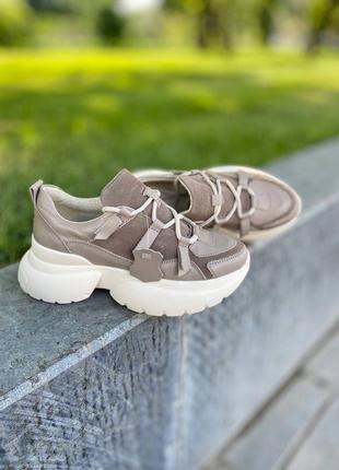 Кроссовки из натуральной кожи со вставками замши