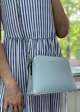 Голубая сумка на серебристой цепочке