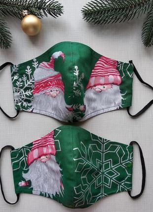Новогодняя женская зеленая  маска с гномами и снежинками