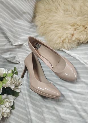 Красивые бежевые туфли 38р