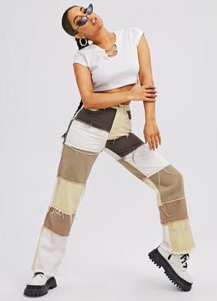 Стильные трендовые яркие джинсы