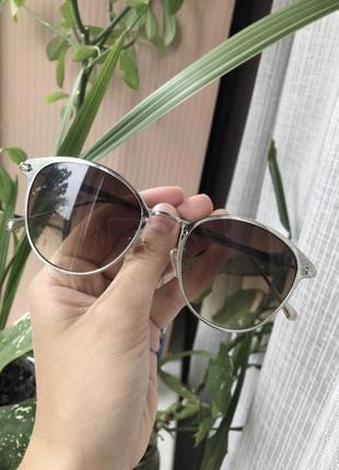 Очки с коричневыми стёклами и серебряной оправой