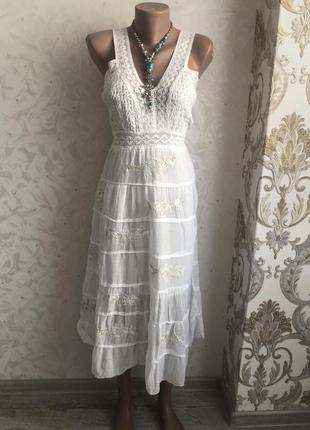 Модное платье вышитое выбитое сарафан кружево кружевное модное белое ярусное белый легкий
